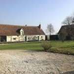"""Front view of the main residence with part of the guesthouse on the right hand side. Both houses are positioned in a classical cour, typical of """"Touraine du Sud"""" ."""